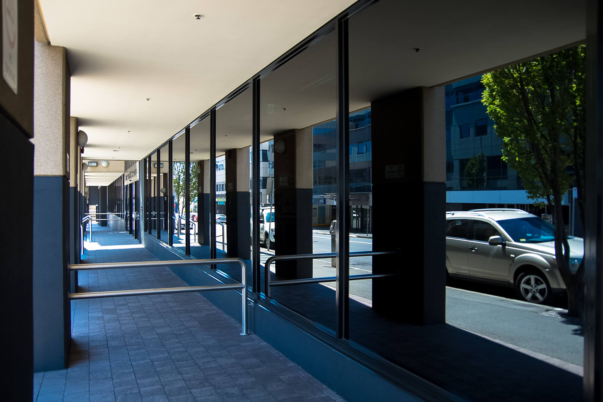 5 Great Benefits of Tinted Office Windows