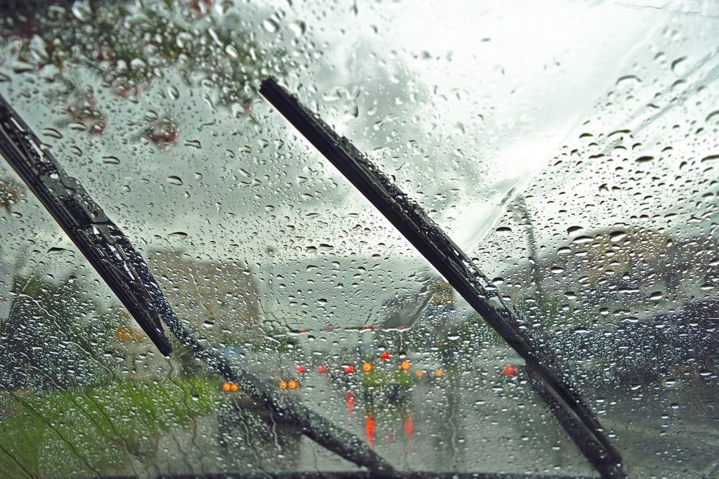 Can You Repair or Replace a Windscreen When Its Raining | Instant Windscreens