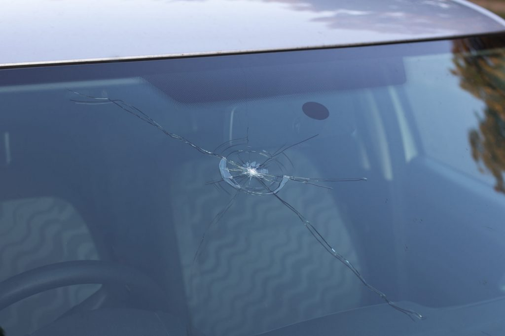 How to Fix a Chipped or Cracked Windscreen – Instant Windscreens